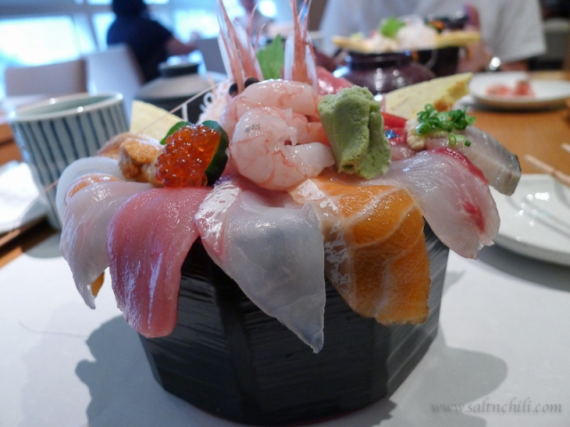 Assorted_Sashimi_On_Rice
