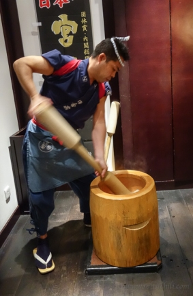 Inakaya-Robatayaki-Mochi-Making