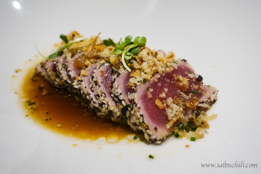 Grilled tuna with 5 spices, avocado crush and crispy shallot